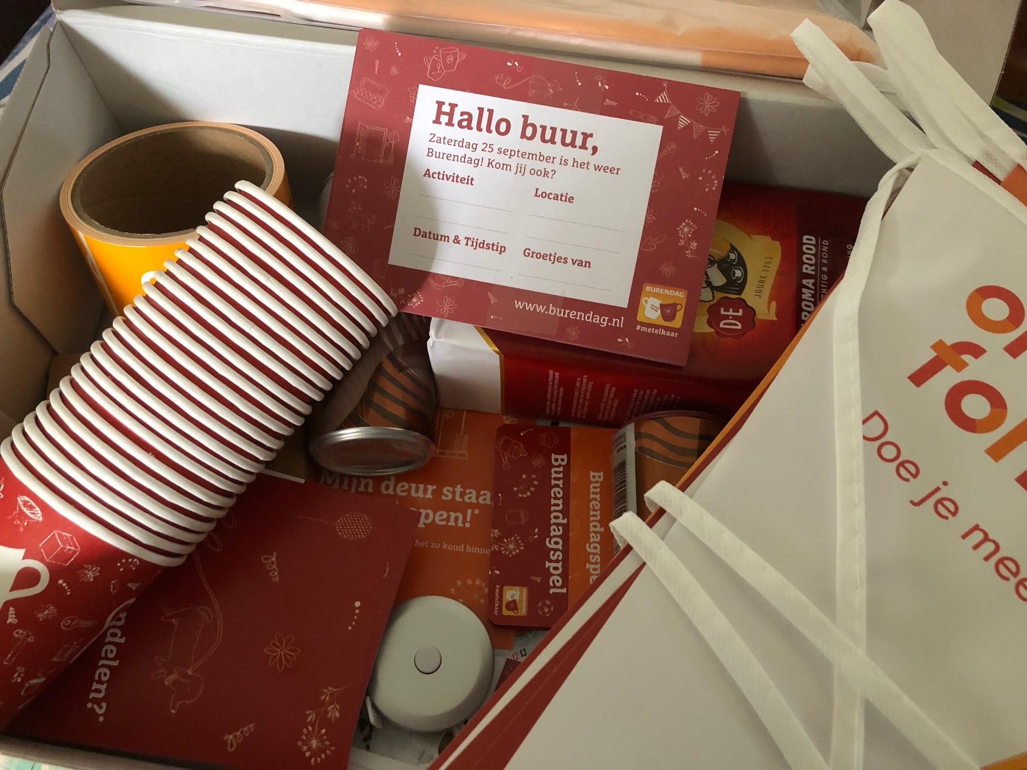 Voetbalvereniging Oldenzaal schenkt koffie op Nationale Burendag